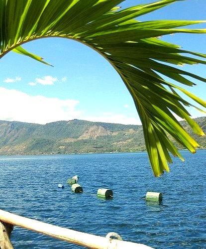 Lago de Coatepeque crater lake in El Salvador