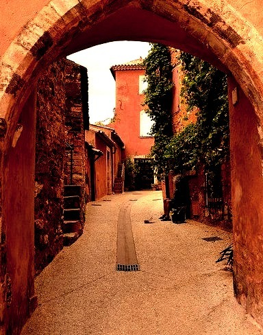 Under the arches of Roussillon / France